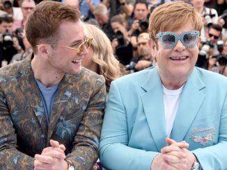 Elton John (à droite) et son époux David Furnish (à gauche)
