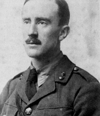 John Ronald Reuel Tolkien, plus connu sous le nom de J. R. R. Tolkien